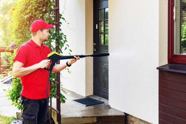 Fassade-reinigen-mit-Hochdruckreiniger