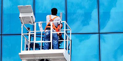Fenster-putzen-lassen-Aufmacher