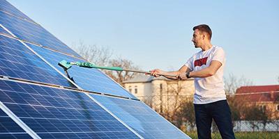 Photovoltaik-Reinigung-Aufmacher